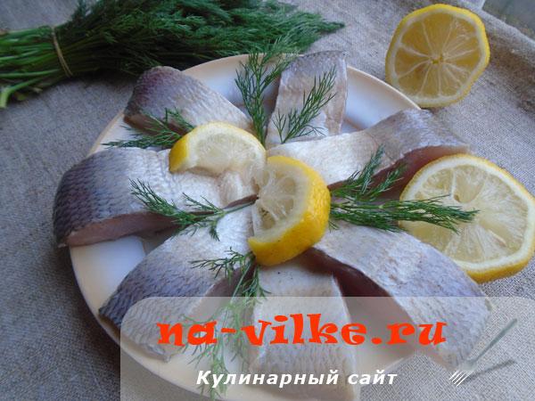 Маринованная пелядь с луком, лимоном и укропом