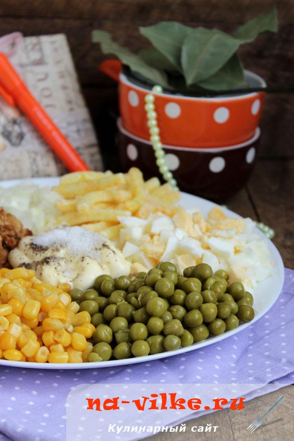 Салат с жареной свининой «Мешанина»