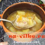 Миниатюра к статье Картофельный суп с сырно-мясными рулетиками и другие рецепты из оставшегося пельменного теста
