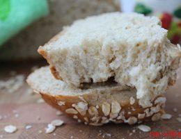 Кусок овсяного хлеба