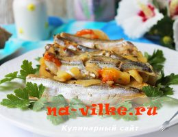 Готовим мойву с луком, картофелем и помидорами в мультиварке