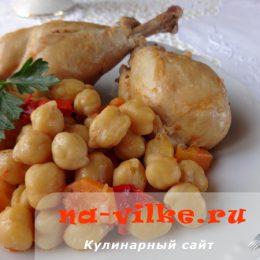 Куриные окорочка с нутом в томатном соусе