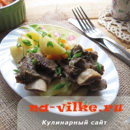 Домашнее рагу из картофеля и говяжьих ребрышек