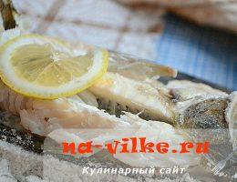 Как запечь в духовке целого судака в соли