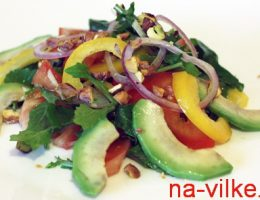 Авокадо и вощи в салате