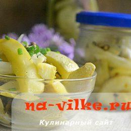 Заготавливаем впрок салат из маринованных кабачков с луком
