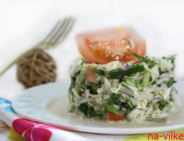 Салат из пекинской капусты с помидором и огурцом