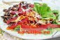 Салат с бастурмой, шампиньонами и картофельным хворостом