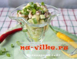 Аппетитный салат с жареной курицей и овощами – необыкновенное сочетание