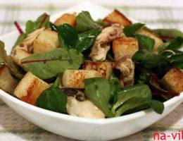 Салат со скумбрией г/к и сухариками
