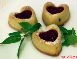 Пирожные Сердечки с малиновым вареньем