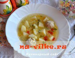 Суп с куриными фрикадельками и вермишелью