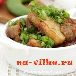 Запеченная в духовке свинина с манго