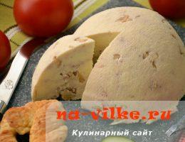 Домашний сыр с грецкими орехами