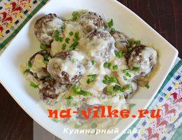 Мясные тефтели с грибами и сливочной подливкой