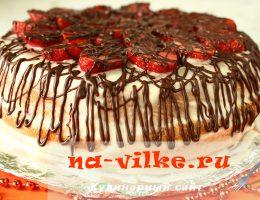 Торт в мультиварке с клубникой