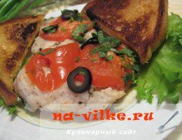 Тушеная рыба с помидорами и луком