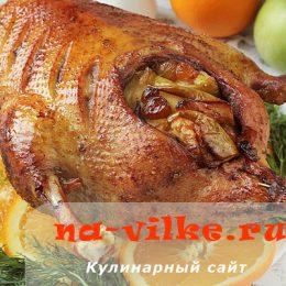 Фаршированная яблоками утка, запеченная в духовке