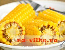 Варёная кукуруза в початках