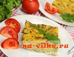 Рисовая запеканка с овощами и листьями одуванчика